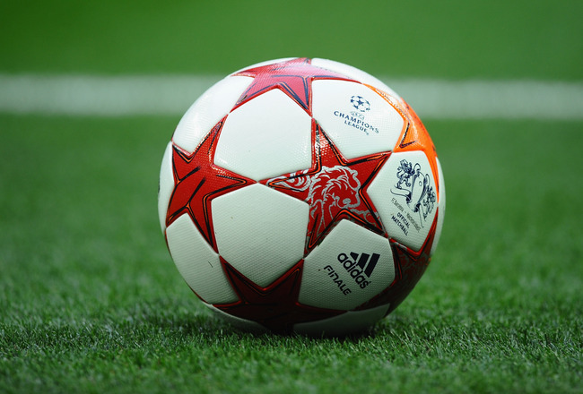 LONDON, ENGLAND - MAY 28:  The match ball sits on the turf during the UEFA Champions League final between FC Barcelona and Manchester United FC at Wembley Stadium on May 28, 2011 in London, England.  (Photo by Laurence Griffiths/Getty Images)