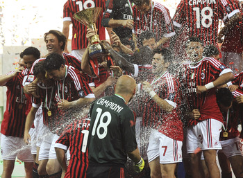 MILAN, ITALY - MAY 14:  Players of Milan celebrate winning the Italian Serie A championship after the Serie A match between AC Milan and Cagliari Calcio at Stadio Giuseppe Meazza on May 14, 2011 in Milan, Italy.  (Photo by Dino Panato/Getty Images)