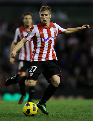 BILBAO, SPAIN - JANUARY 05:  Iker Muniain of Athletic Bilbao strikes the ball during the round of last 16 Copa del Rey second leg match between Athletic Bilbao and FC Barcelona at Estadio de San Mames on January 5, 2011 in Bilbao, Spain. The match ended i