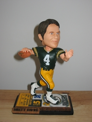 Bobblehead_favre_display_image