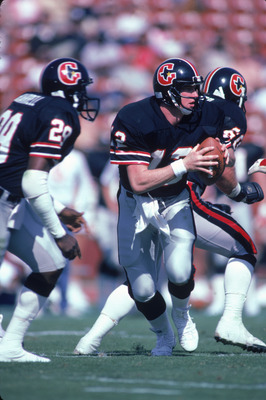 FEBRUARY 1985:  Quarterback Jim Kelly #12 of the Houston Gamblers scrambles during a 1985 season USFL game. (Photo by Stephen Dunn/Getty Images)