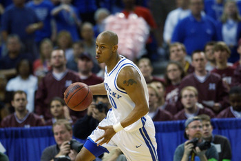NEW ORLEANS - MARCH 16:  Keith Bogans #10 of University of Kentucky drives upcourt during the Championship game against Mississippi State at the SEC Tournament at the Louisiana Superdome on March 14, 2003 in New Orleans, Louisiana. The University of Kentu