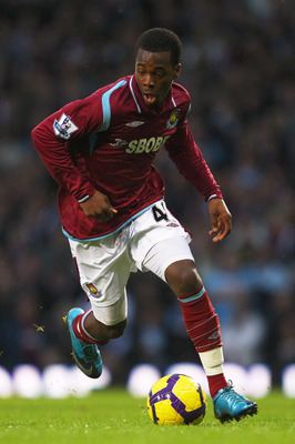 LONDON, ENGLAND - DECEMBER 05:  Zavon Hines of West Ham United in action during the Barclays Premier League match between West Ham United and Manchester United at Upton Park on December 5, 2009 in London, England.  (Photo by Richard Heathcote/Getty Images