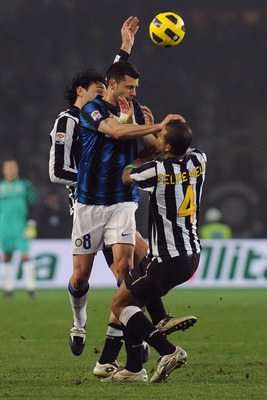 TURIN, ITALY - FEBRUARY 13:  Thiago Motta of FC Internazionale Milano clashes with Luca Toni (L) and Felipe Melo (R) of Juventus FC during the Serie A match between Juventus FC and FC Internazionale Milano at Olimpico Stadium on February 13, 2011 in Turin