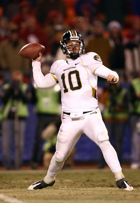 KANSAS CITY, MO - DECEMBER 6:  Quarterback Chase Daniel #10 of the Missouri Tigers sets up to make a pass play against the Oklahoma Sooners at Arrowhead Stadium on December 6, 2008 in Kansas City, Missouri. The Sooners defeated the Tigers 62-21.  (Photo b