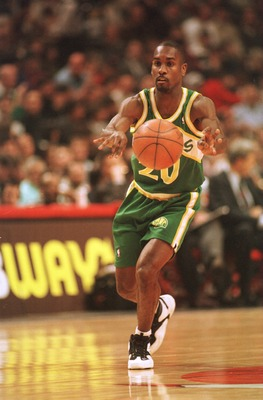 6 Jan 1995:  Point guard Gary Payton of the Seattle Supersonics releases a pass during the Sonics 108-101 victory over the Chicago Bulls at the United Center in Chicago, Illinois.   Mandatory Credit: Jonathan Daniel/ALLSPORT