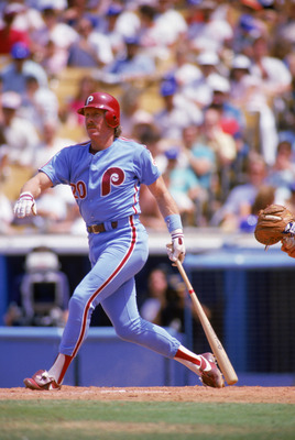 LOS ANGELES - 1986:  Mike Schmidt #20 of the Philadelphia Phillies steps toward first after a swing during a 1986 season game against the Los Angeles Dodgers at Dodger Stadium in Los Angeles, California. (Photo by Mike Powell/Getty Images)