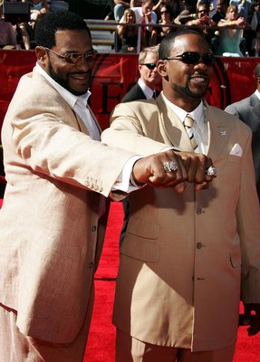 HOLLYWOOD - JULY 12:  (L-R) Jerome Bettis and Antwaan Randle El of the Pittsburgh Steelers show off their Super Bowl rings at the 2006 ESPY Awards at the Kodak Theatre on July 12, 2006 in Hollywood, California.  (Photo by Frazer Harrison/Getty Images)
