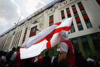 LONDON - MAY 07:  Arsenal fans arrive to watch the game before the Barclays Premiership match between Arsenal and Wigan Athletic at Arsenall Highbury Football stadium on May 7, 2006 in London, England.  Today's match, against Wigan Athletic, is the last t