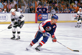 INGLEWOOD, CA - 1988:  Dale Hawerchuk #10 of the Winnipeg Jets skates against the Los Angeles Kings during their game at the Great Western Forum circa 1988 in Inglewood, California.  (Photo by Mike Powell/Getty Images)