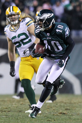 PHILADELPHIA, PA - JANUARY 09:  DeSean Jackson #10 of the Philadelphia Eagles runs down field against the Green Bay Packers during the 2011 NFC wild card playoff game at Lincoln Financial Field on January 9, 2011 in Philadelphia, Pennsylvania.  (Photo by