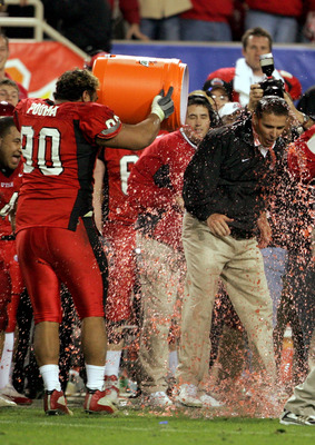 TEMPE, AZ - JANUARY 1:  Utah head coach Urban Meyer is doused with Gatorade after his team's 35-7 victory over Pittsburgh in the Tostito's Fiesta Bowl at the Sun Devil Stadium on January 1, 2005 in Tempe, Arizona. (Photo by Jeff Gross/Getty Images).