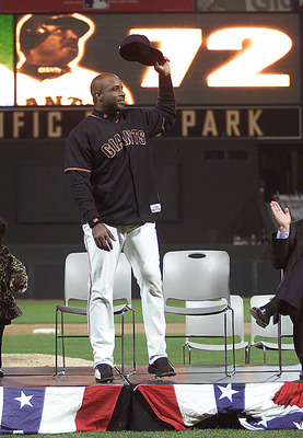 5 Oct 2001:  Barry Bonds of the San Francisco Giants waves to the crowd during a ceremony honoring his 72nd homerun at Pac Bell Park in San Francisco, California. < DIGITAL IMAGE> Mandatory Credit: Jed Jacobsohn/ALLSPORT