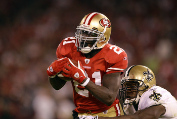 SAN FRANCISCO - SEPTEMBER 20:  Frank Gore #21 of the San Francisco 49ers catches the ball during their game against the New Orleans Saints at Candlestick Park on September 20, 2010 in San Francisco, California.  (Photo by Ezra Shaw/Getty Images)