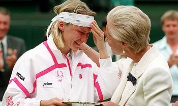 Jana-novotna-is-consoled--007_display_image