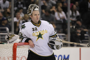 LOS ANGELES, CA - APRIL 02:  Goaltender Kari Lehtonen #32 of the Dallas Stars looks on against the Los Angeles Kings at Staples Center on April 2, 2011 in Los Angeles, California.  (Photo by Jeff Gross/Getty Images)