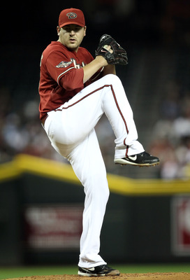 PHOENIX, AZ - MAY 18:  Starting pitcher Joe Saunders #34 of the Arizona Diamondbacks pitches against the Atlanta Braves during the Major League Baseball game at Chase Field on May 18, 2011 in Phoenix, Arizona.  The Diamondbacks defeated the Braves 5-4 in 