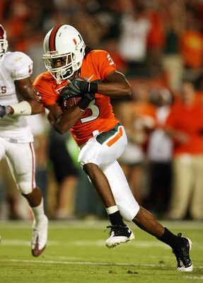 MIAMI GARDENS, FL - OCTOBER 03:  Wide receiver Travis Benjamin #3 of the Miami Hurricanes looks for room to run against the Oklahoma Sooners at Land Shark Stadium on October 3, 2009 in Miami Gardens, Florida. Miami defeated Oklahoma 21-20.  (Photo by Doug