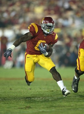 LOS ANGELES, CA - SEPTEMBER 26:  Running back Curtis McNeal #6 of the USC Trojans carries the ball against the Washington State Cougars on September 23, 2009 at the Los Angeles Coliseum in Los Angeles, California.  USC won 27-6.  (Photo by Stephen Dunn/Ge