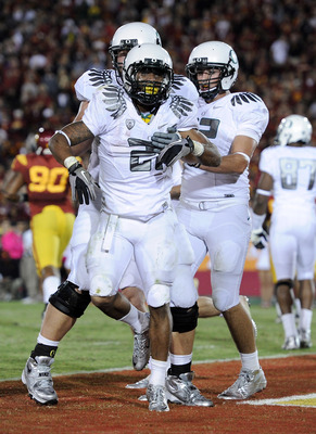 LOS ANGELES, CA - OCTOBER 30:  LaMichael James #21 of the Oregon Ducks celebrates his touchdown with David Paulson #42 and Mark Asper #79 for a 43-32 lead over the USC Trojans during the fourth quarter at Los Angeles Memorial Coliseum on October 30, 2010