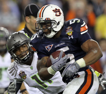 GLENDALE, AZ - JANUARY 10:  Michael Dyer #5 of the Auburn Tigers runs the ball for a 37-yards late in the fourth quarter during the Tostitos BCS National Championship Game at University of Phoenix Stadium on January 10, 2011 in Glendale, Arizona.  (Photo