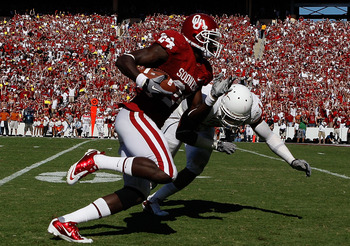 DALLAS - OCTOBER 02:  Wide receiver Dejuan Miller #24 of the Oklahoma Sooners runs the ball against Keenan Robinson #1 of the Texas Longhorns in the second quarter at the Cotton Bowl on October 2, 2010 in Dallas, Texas.  (Photo by Ronald Martinez/Getty Im