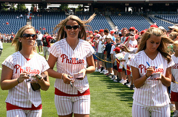 Hot-phillies-girls_display_image