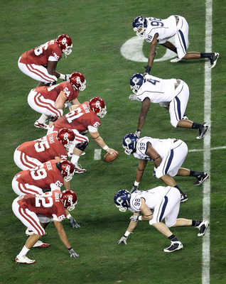 GLENDALE, AZ - JANUARY 01:  The Oklahoma Sooners offensive line goes up against the Connecticut Huskies defensive line in the first quarter during the Tostitos Fiesta Bowl at the Universtity of Phoenix Stadium on January 1, 2011 in Glendale, Arizona.  (Ph