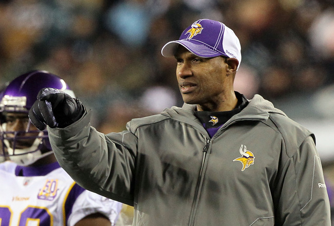 PHILADELPHIA, PA - DECEMBER 28: Head coach Leslie Frazier of the Minnesota Vikings points on the field during play against the Philadelphia Eagles at Lincoln Financial Field on December 28, 2010 in Philadelphia, Pennsylvania. (Photo by Jim McIsaac/Getty I