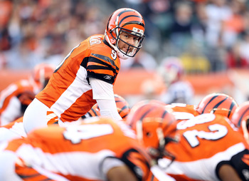 CINCINNATI - NOVEMBER 21:  Carson Palmer #9 of the Cincinnati Bengals gives instructions to his team during the Bengals 49-31 loss to the Buffalo Bills at Paul Brown Stadium on November 21, 2010 in Cincinnati, Ohio.  (Photo by Andy Lyons/Getty Images)