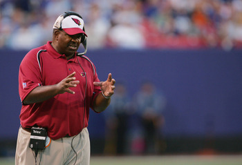 EAST RUTHERFORD, NJ - SEPTEMBER 11:  Head Coach Dennis Green of the Arizona Cardinals reacts to play during the game against the New York Giants at Giants Stadium on September 11, 2005 in East Rutherford, New Jersey. The Giants won 42-19.  (Photo by Ezra