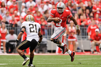 COLUMBUS, OH - OCTOBER 23:  Terrelle Pryor #2 of the Ohio State Buckeyes runs with the ball against the Purdue Boilermakers at Ohio Stadium on October 23, 2010 in Columbus, Ohio.  (Photo by Jamie Sabau/Getty Images)