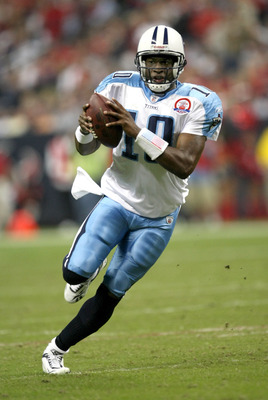 HOUSTON - NOVEMBER 23:  Quarterback Vince Young #25 of the Tennessee Titans runs the ball down to the one yard line against the Houston Texans on November 23, 2009  at Reliant Stadium in Houston, Texas.  (Photo by Stephen Dunn/Getty Images)