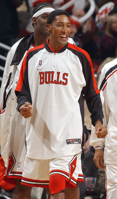 CHICAGO - DECEMBER 1:  Scottie Pippen #33 of the Chicago Bulls cheers his teammates during fourth-quarter NBA action against the Milwaukee Bucks at the United Center December 1, 2003 in Chicago, Illinois. The Bulls defeated the Bucks 97-87.  NOTE TO USER: