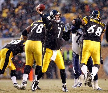 PITTSBURGH - JANUARY 11:  Snow falls as Ben Roethlisberger #7 of the Pittsburgh Steelers throws a pass against the San Diego Chargers during their AFC Divisional Playoff Game on January 11, 2009 at Heinz Field in Pittsburgh, Pennsylvania. Steelers won 35-