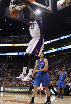 PHOENIX, AZ - MARCH 30:  Hakim Warrick #21 of the Phoenix Suns slam dunks the ball against the Oklahoma City Thunder during the NBA game at US Airways Center on March 30, 2011 in Phoenix, Arizona.  The Thunder defeated the Suns 116-98.  NOTE TO USER: User