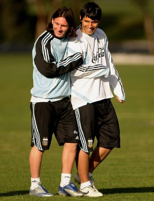 MELBOURNE, AUSTRALIA - SEPTEMBER 07: Lionel Messi and Sergio Aguero of Argentina share a joke during an Argentina training session held at Trinity GrammarSeptember 7, 2007 in Melbourne, Australia.  (Photo by Robert Cianflone/Getty Images)
