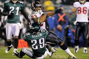 PHILADELPHIA, PA - DECEMBER 02:  Arian Foster #23 of the Houston Texans scores on a 14-yard touchdown reception in the third quarter against Nate Allen #29 of the Philadelphia Eagles at Lincoln Financial Field on December 2, 2010 in Philadelphia, Pennsylv