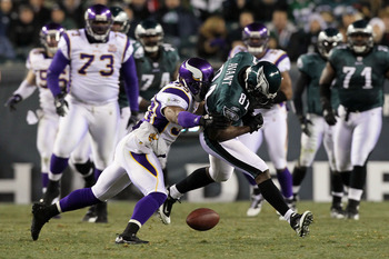 PHILADELPHIA, PA - DECEMBER 28:  Jason Avant #81 of the Philadelphia Eagles drops a pass against the Minnesota Vikings at Lincoln Financial Field on December 28, 2010 in Philadelphia, Pennsylvania.  (Photo by Jim McIsaac/Getty Images)