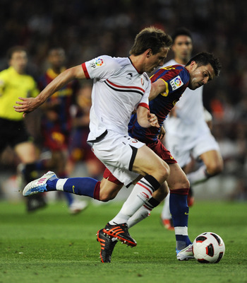 BARCELONA, SPAIN - APRIL 23:  David Villa of FC Barcelona fights for the ball against Nacho Monreal of CA Osasuna during the La Liga match between Barcelona and CA Osasuna at Camp Nou Stadium on April 23, 2011 in Barcelona, Spain.  (Photo by David Ramos/G