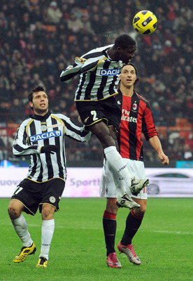 MILAN, ITALY - JANUARY 09:  Cristian Eduardo Zapata (C) of Udinese Calcio shoots the ball during the Serie A match between AC Milan and Udinese Calcio at Stadio Giuseppe Meazza on January 9, 2011 in Milan, Italy.  (Photo by Valerio Pennicino/Getty Images)