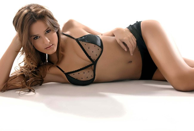 Luli_fernandez_0810_03_crop_650x440