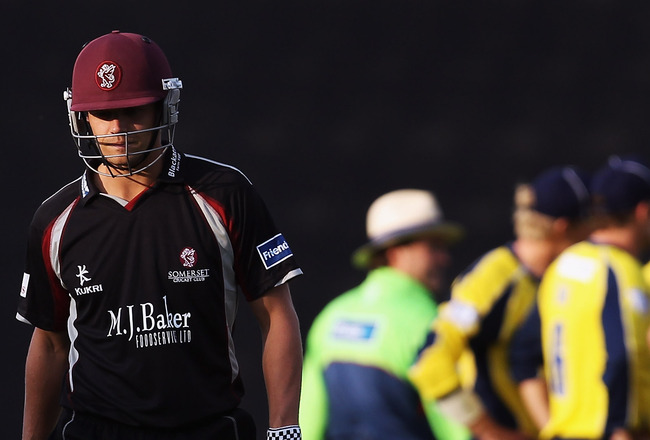 SOUTHAMPTON, ENGLAND - JUNE 01: James Hildreth of Somerset leaves the pitch after being caught out as Hampshire celebrate during the Friends Life T20 match between Hampshire and Somerset at The Rose Bowl on June 1, 2011 in Southampton, England. (Photo by