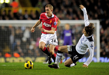 LONDON, ENGLAND - JANUARY 16:  Darren Fletcher of Manchester United is tackled by Luka Modric of Spurs during the Barclays Premier League match between Tottenham Hotspur and Manchester United at White Hart Lane on January 16, 2011 in London, England.  (Ph