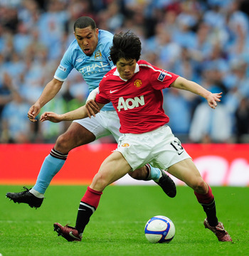 LONDON, ENGLAND - APRIL 16:  Ji-Sung Park of Manchester United clashes with Nigel de Jong of Manchester City during the FA Cup sponsored by E.ON semi final match between Manchester City and Manchester United at Wembley Stadium on April 16, 2011 in London,