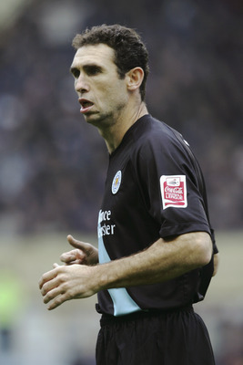 COVENTRY, ENGLAND - OCTOBER 16:  Martin Keown of Leicester City in action during the Coca-Cola Championship match between Coventry City and Leicester City at Highfield Road, on October 16, 2004 in Coventry, England.  (Photo by Ross Kinnaird/Getty Images)