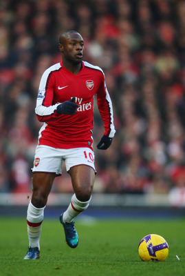 LONDON - DECEMBER 28:  William Gallas of Arsenal runs with the ball during the Barclays Premier League match between Arsenal and Portsmouth at the Emirates Stadium on December 28, 2008 in London, England.  (Photo by Jamie McDonald/Getty Images)