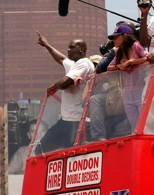 371317 02: Shaquille O''Neal waves to fans during the Lakers parade and celebration outside the Staples Center June 21, 2000 in Los Angeles, CA. Over 250,000 fans attended the special event while 600 police officers were present to keep the crowd at bay.