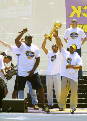 390754 01: Shaquille O''Neal, left, of the Los Angeles Lakers raps on stage as teammates Rick Fox, center, Derek Fisher, right, and Vitaly Potapenko look on June 18, 2001 during the Lakers'' NBA championship parade at Staples Center in Los Angeles. (Photo
