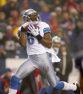 ORCHARD PARK, NY - NOVEMBER 14: Calvin Johnson #81 of the Detroit Lions catches a touchdown pass in the last minute of the game against the Buffalo Bills  at Ralph Wilson Stadium on November 14, 2010 in Orchard Park, New York. Buffalo won 14-12. (Photo by
